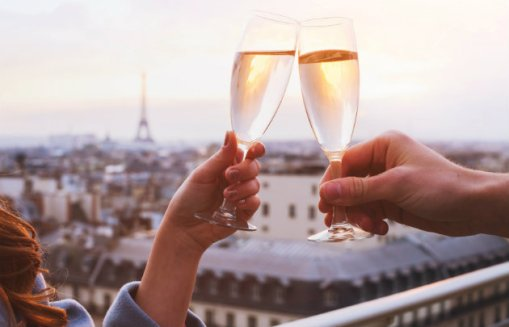 Champagne-couple-Paris-_-630x405-_-©-Fotolia